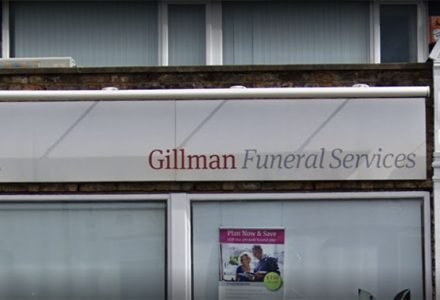 How do I plan an inexpensive funeral?