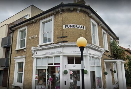 What are the steps to planning a funeral?