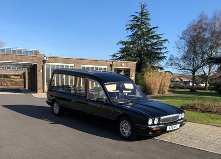 How to plan a funeral car